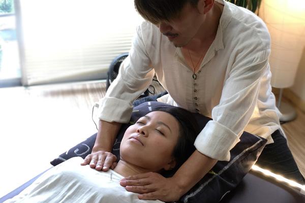 下假岳人、霊気功ヒーリング施術、気功療法、福岡、九州、天神、霊気、レイキ
